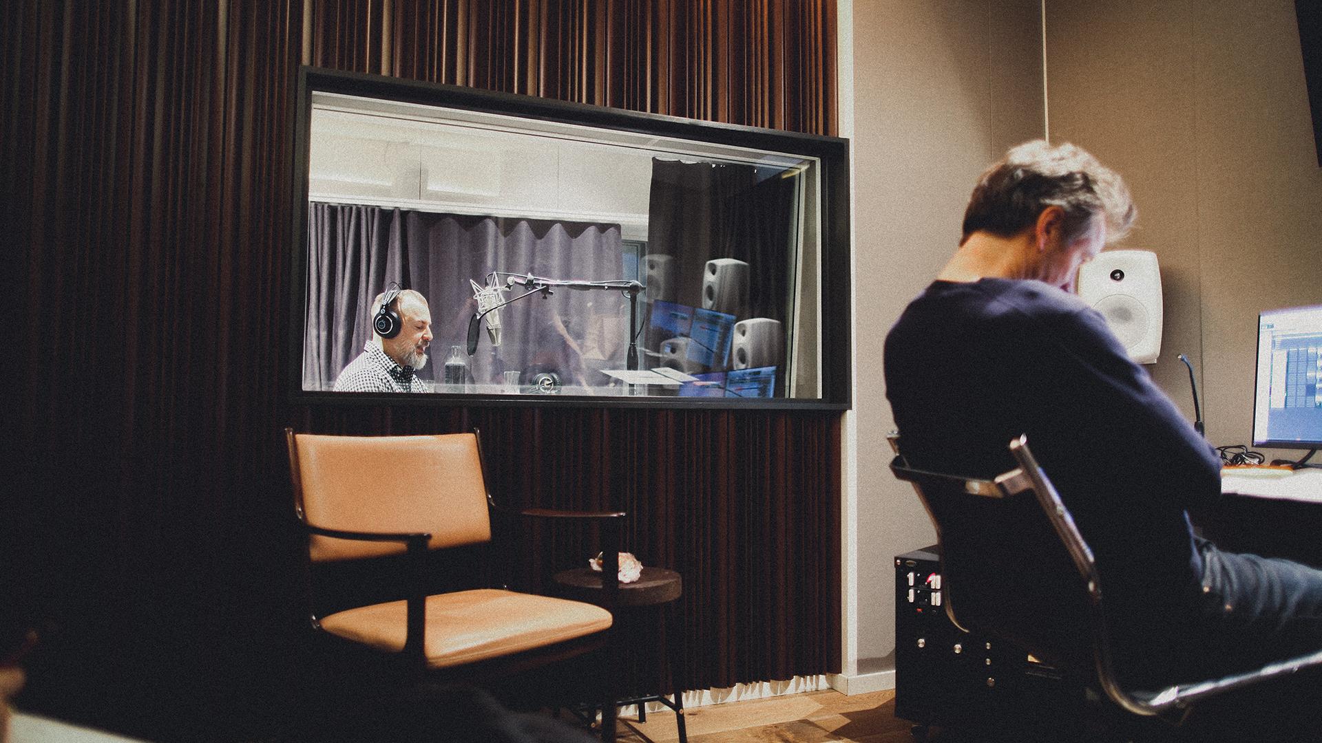 Rikard Grönborg får sin röst analyserad